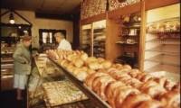Gay baker refuses to serve Christians