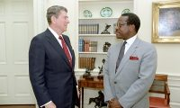 6/23/1986 President Reagan in the Oval Office during farewell photo opportunity with Clarence Thomas of the Equal Employment Opportunity Commission